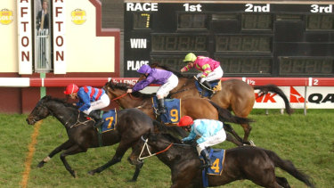 The racing focus turns to Grafton today with  a eight-race card.