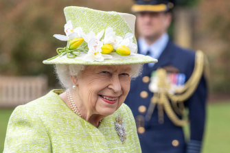 The Queen met serving members of the Royal Australian Air Force stationed in Britain.