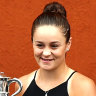 Top-ranked Barty cruises in first win on clay since French Open title