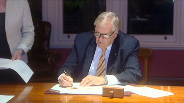 WA Governor Kim Beazley signing the legislation into law.