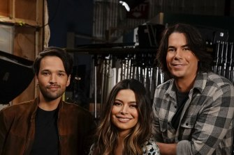 Nickelodeon's cheery comedy iCarly returns to the new Paramount+ streaming platform.
