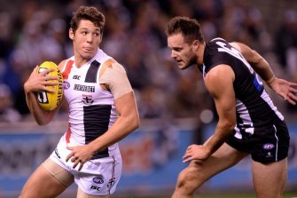 Arryn Siposs in action for St Kilda.