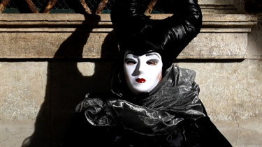 Italy tries to contain Europe's first coronavirus outbreak, cancelling Venice Carnival