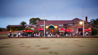 Arrests at anti-lockdown protest as Bondi club becomes 'worst venue' for COVID compliance