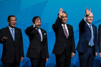 """Threatened to 'beat up' protesters ... Cambodian Prime Minister Hun Sen, left, among leaders including then Australian Prime Minister Malcolm Turnbull, in the ASEAN """"family"""" photo for the 2018 summit in Sydney."""