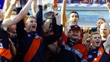 Captain James Hird and coach Kevin Sheedy lift the 2000 AFL Premiership cup.