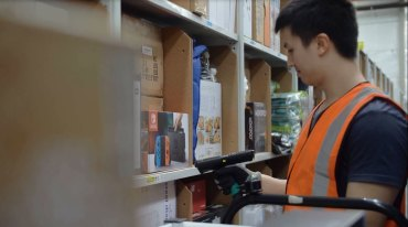 An Amazon worker at the Dandenong fulfillment centre.