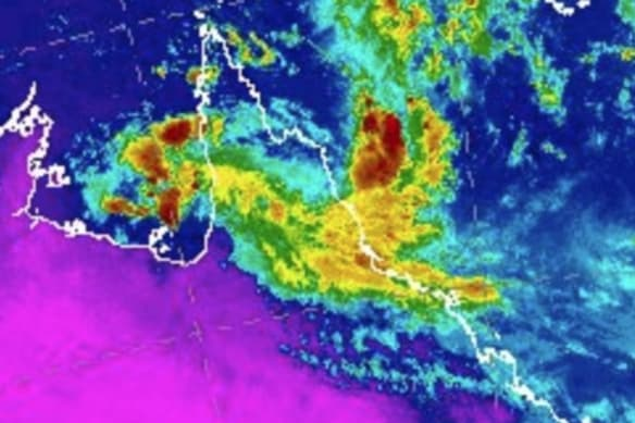 Ex-TC Owen could reform after dumping 350mm on Queensland