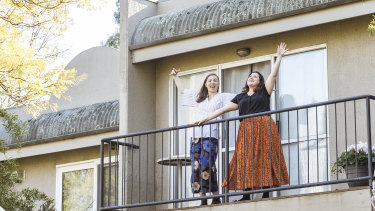 Lisette Bolton (L) and Teresa Ingrilli perform Balcony Opera on a Saturday morning for The Age.
