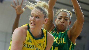 Jackson playing for the national basektball team the Opals.