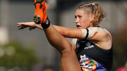 'Get back in the kitchen': women in sport suffer more online abuse