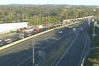 A north-facing traffic camera shows the congestion on the Pacific Motorway through Daisy Hill.