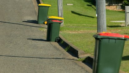 Contractors to sift through Perth residents' bins to scope recycling habits