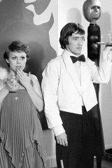 Jacki Weaver and Graeme Blundell in Alvin Purple.