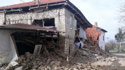 Moderate earthquake hits Turkey, three people injured