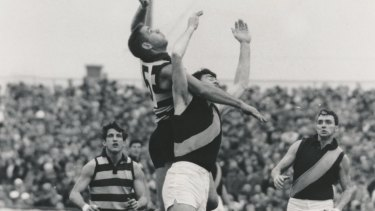 Polly Farmer against Richmond in 1967.