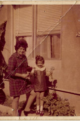 Renya, aged five, with her seamstress mum Andrea in 1971.