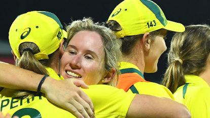 Mooney, McGrath hold victorious Australians together