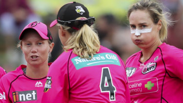 Attention: Sixers supertars Alyssa Healy and Ellyse Perry.