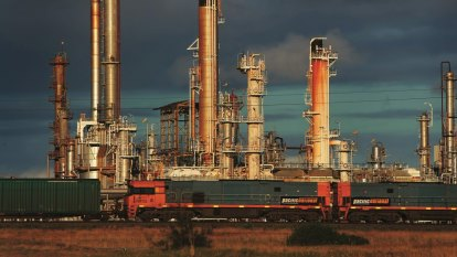 Multibillion-dollar rescue package for oil refineries