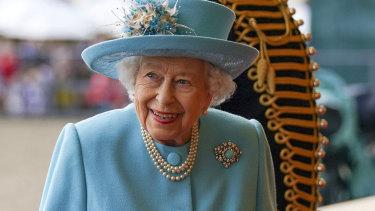 Regina Elisabeta a acordat Medalia George Cross pentru Serviciul Național de Sănătate la cea de-a 73-a aniversare.