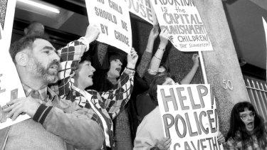 Right-to-life demonstrators block the doorway of the Preterm Clinic in Cooper Street in Surry Hills in 1985.