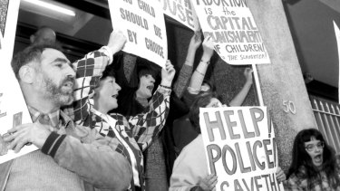 Right-to-life demonstrators block the doorway of the Preterm Clinic in Cooper Street in Surry Hills in 1985.