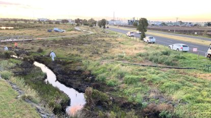 'Caked in oil': Clean-up of creek in Melbourne's west to last several weeks