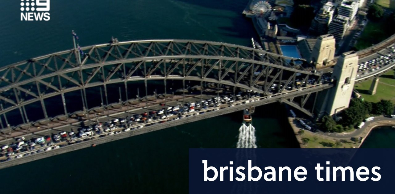 One dead after car crossed into wrong lane on Sydney Harbour Bridge