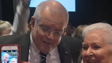 Scott Morrison egged by protester in Albury