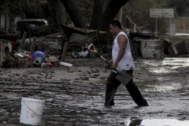 Goodna residents cleaning up after the 2011 floods.