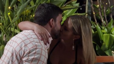 Dan and Jess pash behind their partners' backs (again) on Married at First Sight.