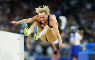 Heike Drechsler leaps to gold.