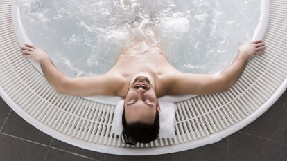 Can hot-cold pool therapy help manage anxiety?