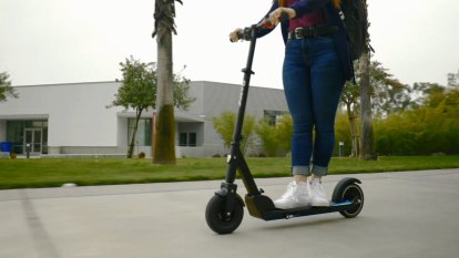 Razor's latest small e-scooter makes for a light but inconvenient ride
