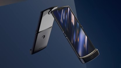 New Motorola Razr keeps old-school shape, adds folding OLED display