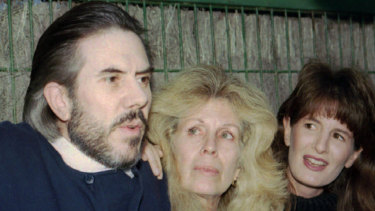 Christopher Skase talks with the press along with his wife Pixie, center, and step-daughter Amanda Larkins.