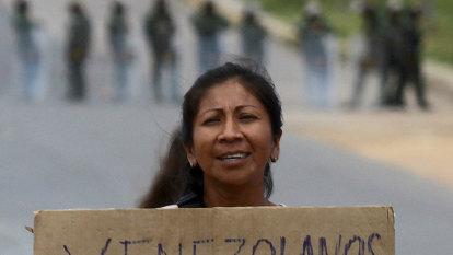 Troops open fire on Venezuelan volunteers in aid convoy standoff