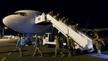 US troops disembarking their flight from Hawaii at Rockhampton Airport.
