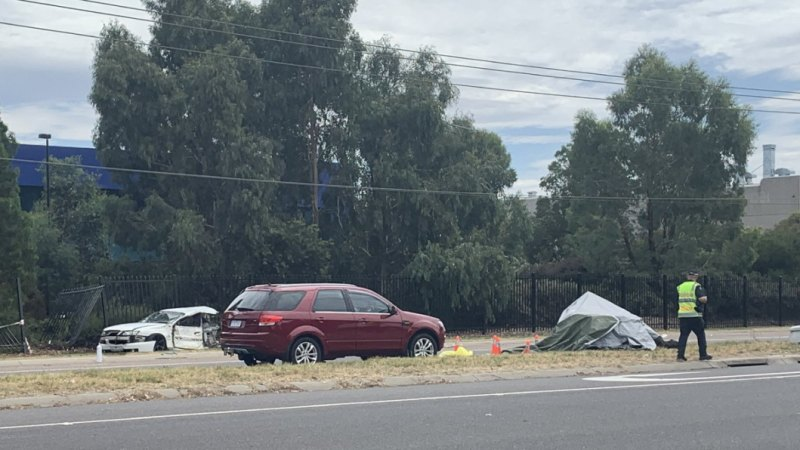 Car crash in Melbourne's southeast leaves one dead, six injured