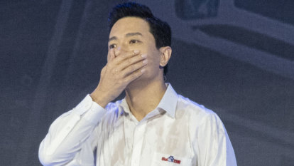 'What's your problem?': Billionaire Baidu CEO soaked with water by stage-invader during speech