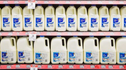 'Major victory' for dairy farmers as Coles and Aldi ditch $1 milk