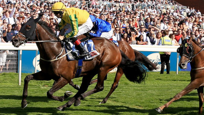 Australian-owned stayer becomes Melbourne Cup favourite after winning Europe's richest handicap