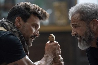 Frank Grillo and Mel Gibson in Boss Level.