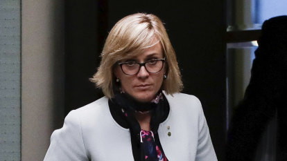 Steggall would face preselection battle in any Liberal switch, Abbott ally says