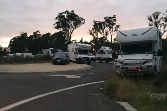 Hundreds pull over to rest near Cann River after spending hours trying to cross the NSW-Victorian border.