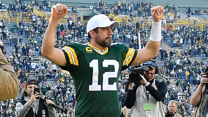 NFL wrap: superb Rodgers leads Packers to win