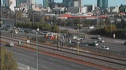Lanes re-opened, traffic backed up to 17 kilometres after West Perth crash