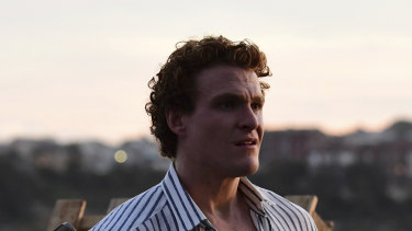 Alexander Bertrand is Les Norton.