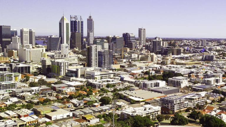This image overlooking Perth from the north-east shows how relatively flat the city remains, with few buildings over 10 storeys and only a handful of tall towers in the CBD proper. The couple of smaller towers visible in Northbridge are still under construction, and to the east, the new Westin Hotel sticks out prominently.